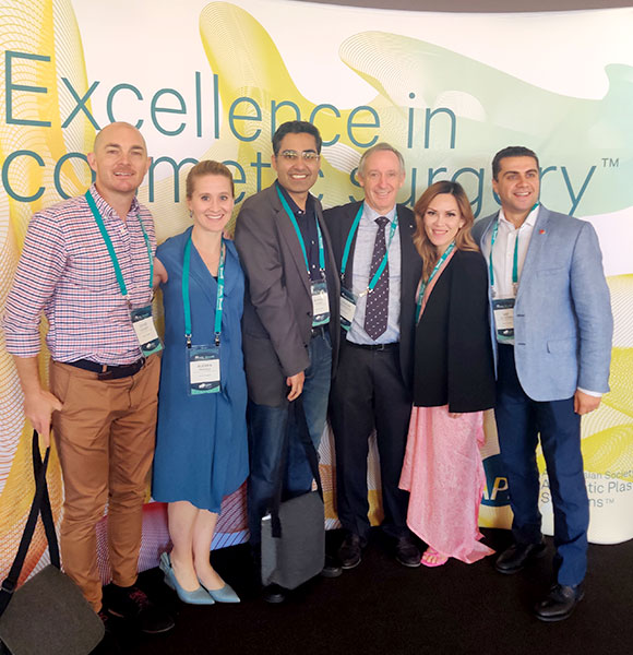 Dr. Chugh with other trainees and chief of Melbourne Institute of Plastic Surgery
