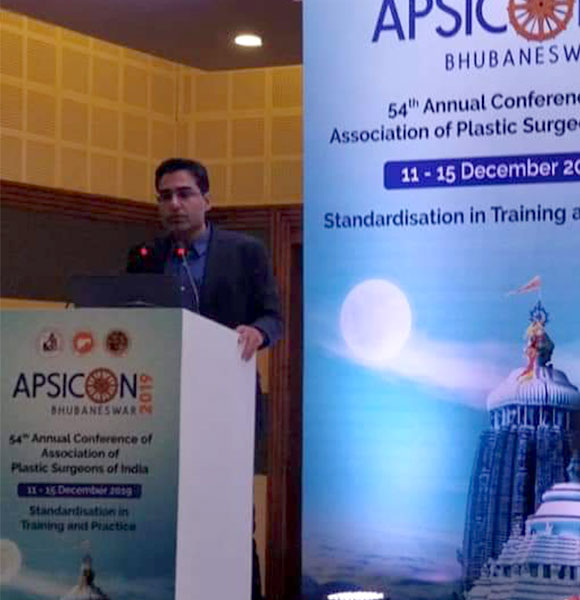 Presenting his work as a Faculty at national conference of Plastic Surgeons